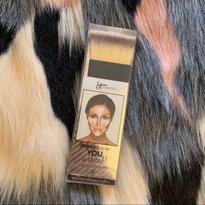 NIB: IT Cosmetics Contour & Highlight Brush #18